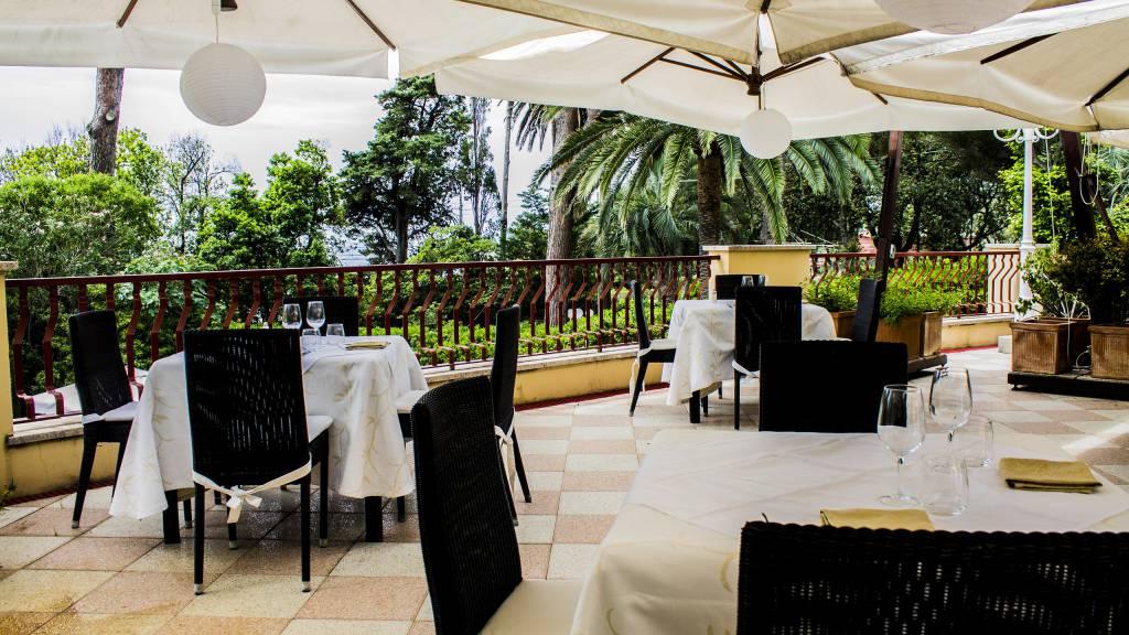 Villa-Pagoda-lobby--outside-0018