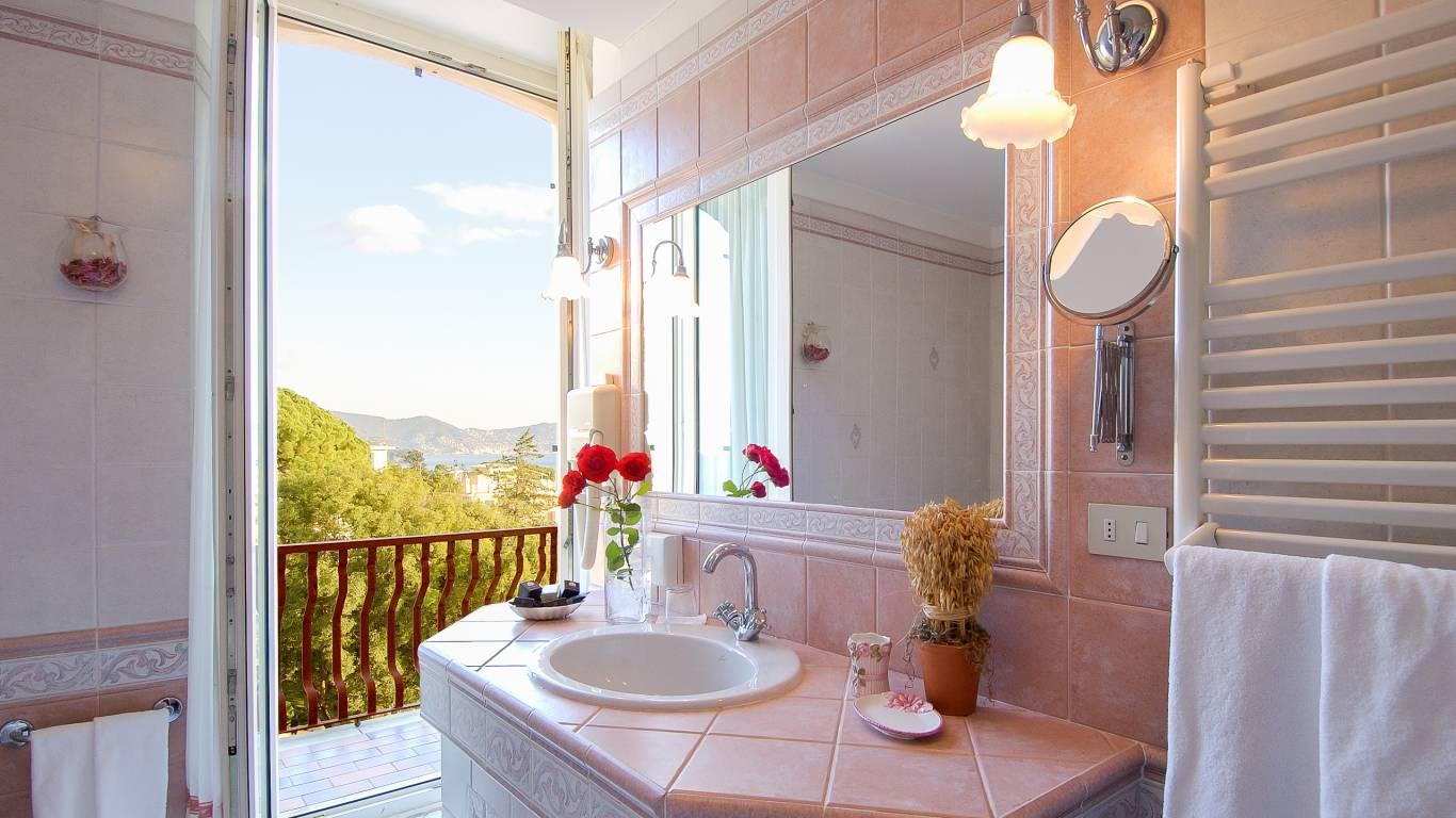 hotel-villa-pagoda-genova-nervi-toilette